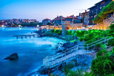 Sozopol, Bulgaria. Idyllic landscape with ancient walls of Apollonia and Black Sea seaside. 免版税图像