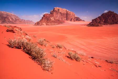 Wadi Rum, Jordan. Famous Khor al Ajram main junction in Wadi Rum desert known as Valley of the Moon, Arabia Desert. 免版税图像