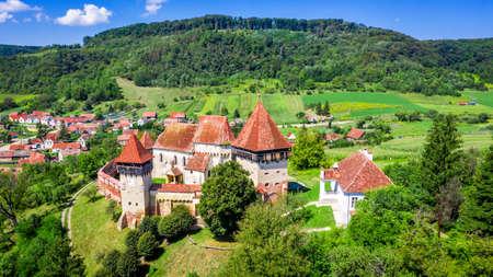 Alma Vii, Sibiu. Village and fortified church saxon landmark from Transylvania, Romania. 免版税图像