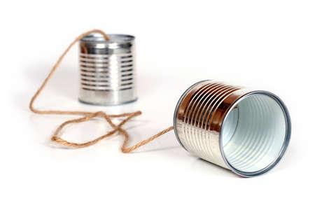 oir: Antigua de comunicaci�n - latas unidas por cadena  Foto de archivo