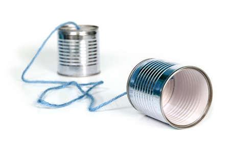 oude communicatie - blikjes verbonden door blauwe string