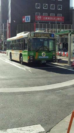 公共バス大塚駅に停車中します。 写真素材 - 24267913