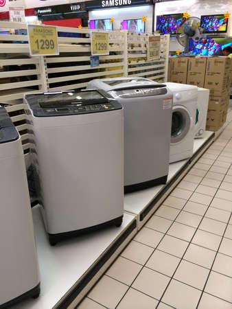 店で洗濯機、ドライヤー