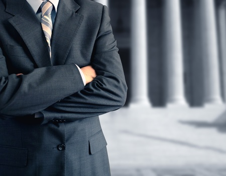 Scheidungsanwalt vor dem Gerichtsgebäude Lizenzfreie Bilder