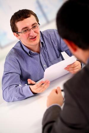 Entretien d'embauche, deux hommes