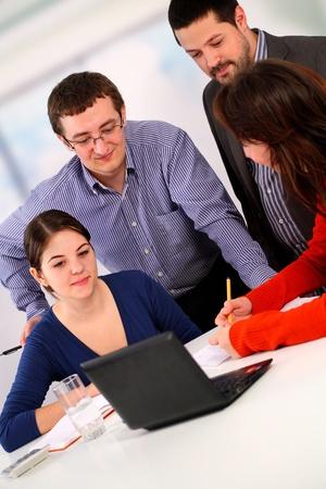 Teamarbeit im Büro Lizenzfreie Bilder