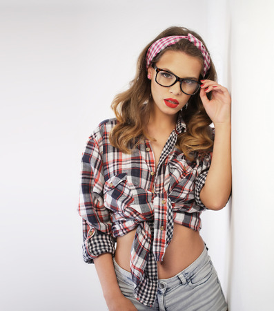 Pin-up girl wearing a headband and glasses