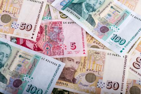 Stapel van Bulgaars geld - bankbiljetten van 5, 50 en 100 levs