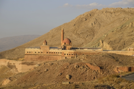 agri: Ishak Pasha Palace (Constructed in 1685) is a semi-ruined palace located in the Dogubeyazit district of Agri province of Turkey.