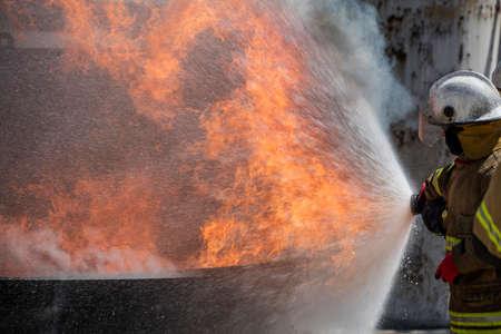 incendio casa: Los bomberos de extinci�n de incendios Casa