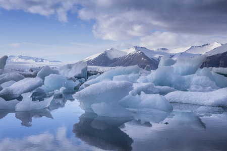 glaciar: Blue iceberg at the Jokulsarlon glaciar lagoon in Iceland