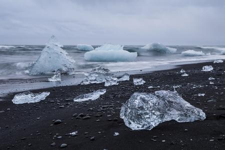 glaciar: Blue iceberg at the Jokulsarlon glaciar lagoon in Iceland