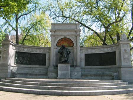 descubridor: Memorial de Samuel Hahnemann, descubridor de la homeopat�a, en Washington DC