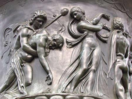 Bas-relief sur un grand vase décoré dans le parc Lafayette à Washington DC                                Banque d'images - 9640525