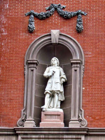 murillo: Statue of Murillo on the side of the Renwick Gallery  in Washington DC, USA
