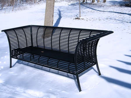thornhill: Black Bench on the snow in Thornhill Ontario, Canada