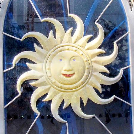 Sun symbol on the door of house in quarter Neve Tsedek of Tel Aviv, Israel                                            Imagens