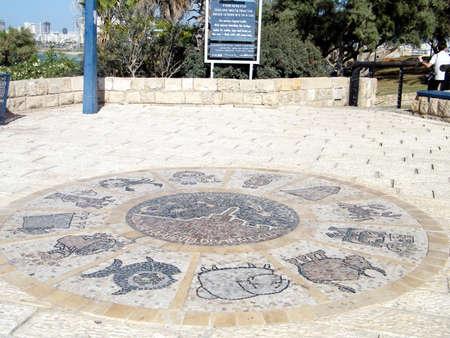 Doce signos zodiacales en el parque Abrasha de Jaffa, Israel