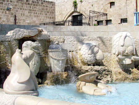 Sculptures of zodiac signs of the fountain in old Jaffa, Israel                                Foto de archivo