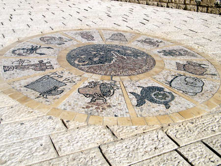 signes du zodiaque: Les signes du zodiaque dans Abrasha parc du vieux Jaffa, Isra�l Banque d'images