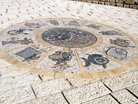 Los signos zodiacales en el parque Abrasha de Jaffa, Israel Foto de archivo