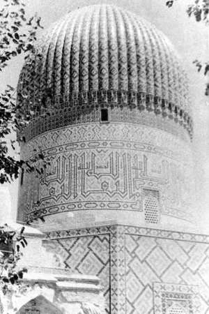 worl: Old black and white photo: Dome of Gur-Amir Mausoleum of the Asian conqueror Tamerlane in Samarqand, Uzbekistan Stock Photo