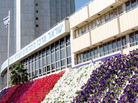 ramat aviv: Carpet of flowers in Ramat Gan part of the metropolis of Tel Aviv, Israel