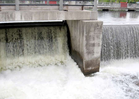 rideau canal: Falls water discharge from the dam on the Rideau Canal in Smiths Falls in Ontario, Canada