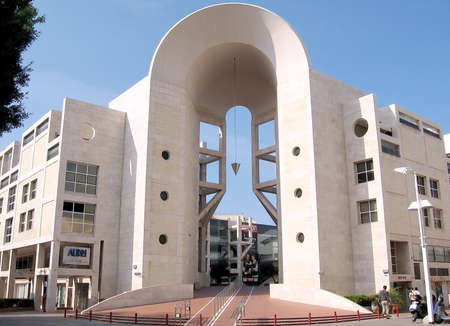 pendulum: Building pendulum in Shaul HaMelech Avenue in Tel Aviv, Israel