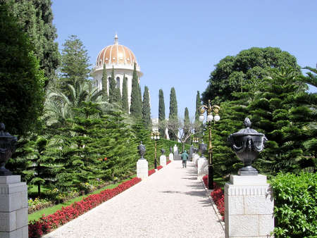 baha: The walkway to the Shrine of Bab in Bahai Gardens in Haifa, Israel