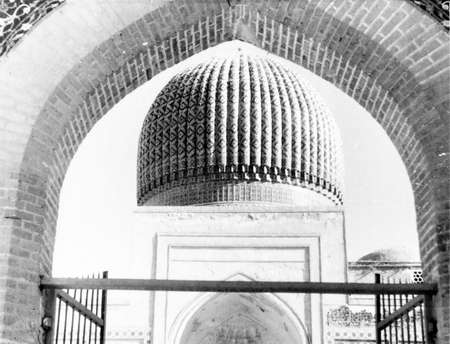 conqueror: Old black and white photo: The Gur-Amir Mausoleum of the Asian conqueror Tamerlane in Samarqand, in 1954,    Uzbekistan Editorial