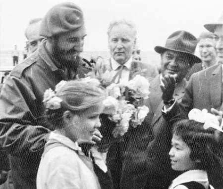 castro: Old black and white photo: Fidel talks to pioneer girls  in Yangiyer, 10 May 1963, Uzbekistan