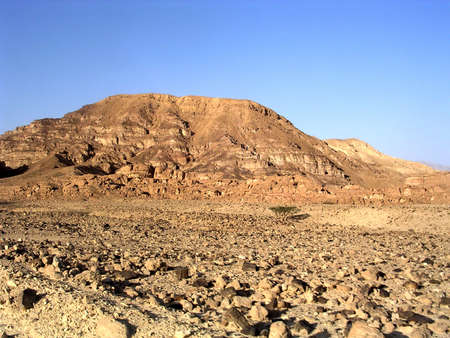 The Arava desert and mountains near Eilat in Israel Imagens - 42894544