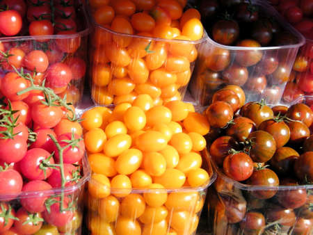israel farming: Cherry tomatoes on bazaar in Tel Aviv, Israel
