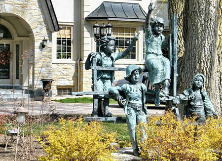 thornhill: Sculpture group of children in Thornhill, Canada