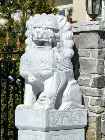 thornhill: Sculpture of a lion with ball in his mouth in Thornhill, Canada