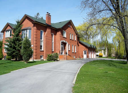 thornhill: Very nice red house in Thornhill, Canada