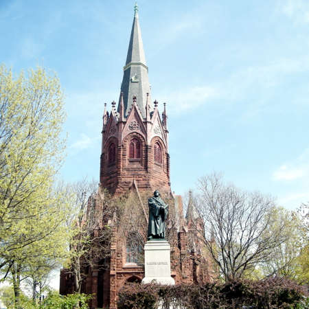 plastik: Martin Luther statue in front of Luther Place Memorial Church in Washington DC, USA Stock Photo
