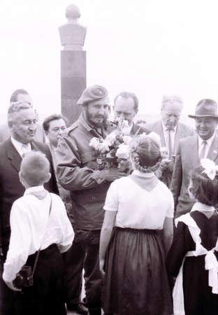 pioneers: Fidel and Pioneers in Yangiyer, Uzbekistan, May 10, 1963