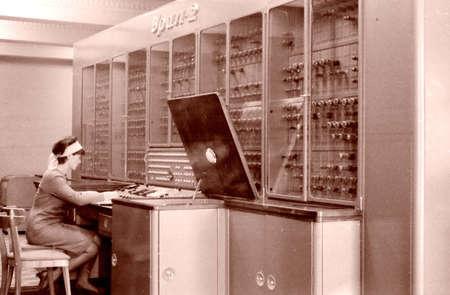 Elektronische digitale computer URAL-2 op basis van vacuümbuizen in Tasjkent, Oezbekistan, 1965 Stockfoto