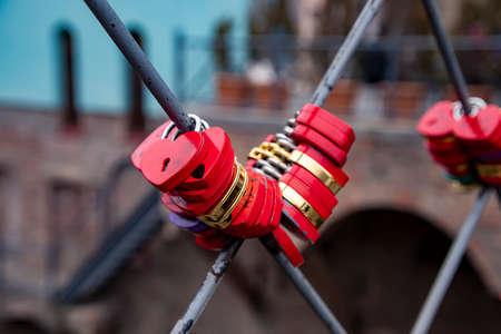 Locks closed by lovers on the bridge grate close up 版權商用圖片