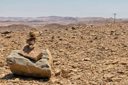 Commemorative cairn at the top of a hill in Ramon Crater. Israel Standard-Bild