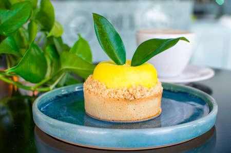 delicious lemon-shaped culinary cake 版權商用圖片