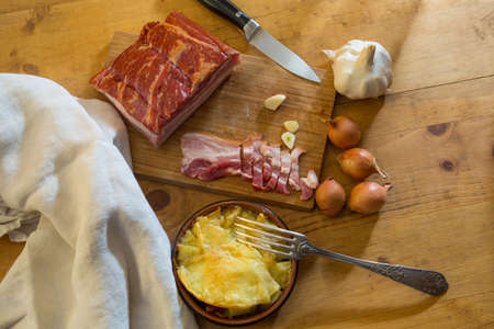 Small tartiflette, with pork belly, onions and garlic