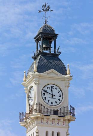 Reçu un beau diapo....Les horloges et pendules des rues..... - Page 2 28280923-tour-de-l-horloge-du-b-timent-administration-portuaire-de-valence-espagne