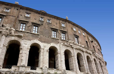 parapet wall: Historic Building in Rome
