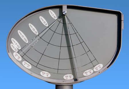 reloj de sol: Reloj de sol Moderno en Aiello del Friuli, Italia