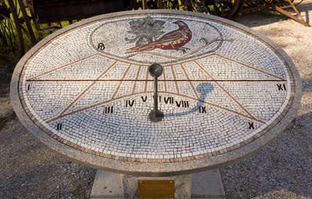 reloj de sol: Mosaico Reloj de sol en Aiello del Friuli, Italia