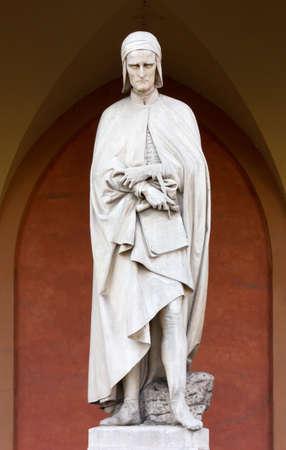 dante alighieri: Marble statue of Dante Alighieri in Padua, Italy