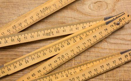 Measuring stick on an old wooden table Stockfoto
